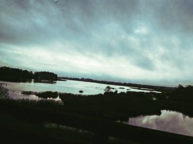 Sur la route, le fleuve Daugava