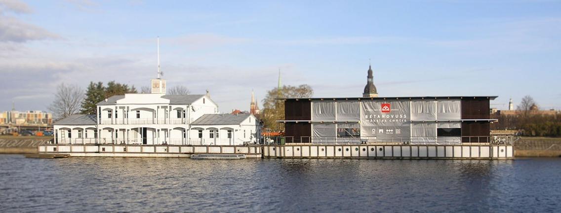Noass, une galerie sur la Daugava.