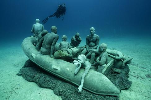 Le radeau de Lampedusa ©JasondeCairesTaylor