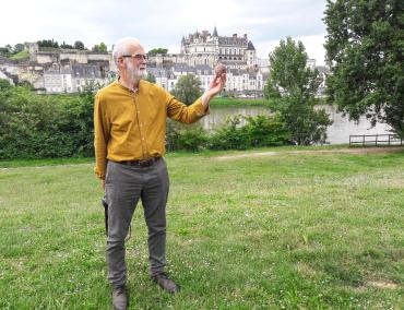 Devant le château d'Amboise. Photo©IdR